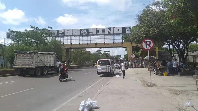 En video: Puente peatonal Inem de la calle 30, a punto de generar una desgracia en Soledad