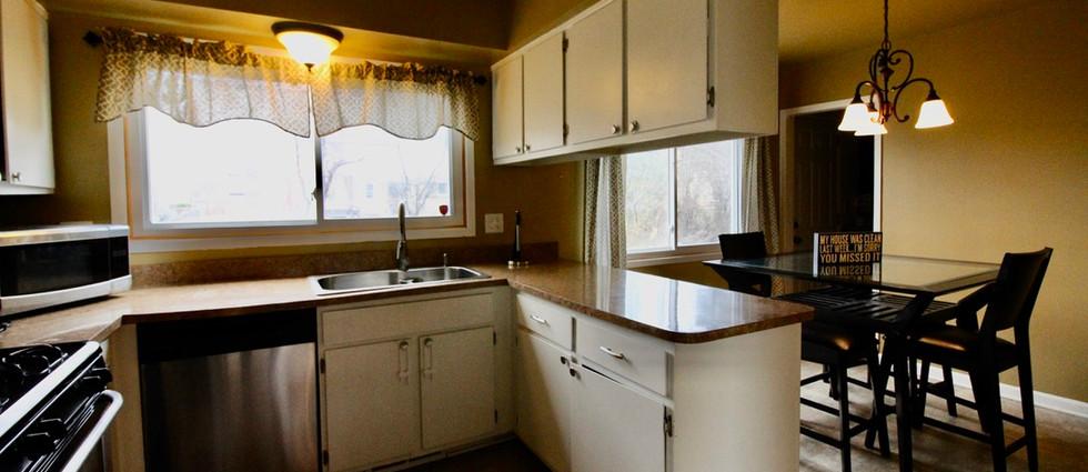 kitchen and breakfast area.jpeg