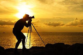 silhouette-photographer-tripod-sunset-su