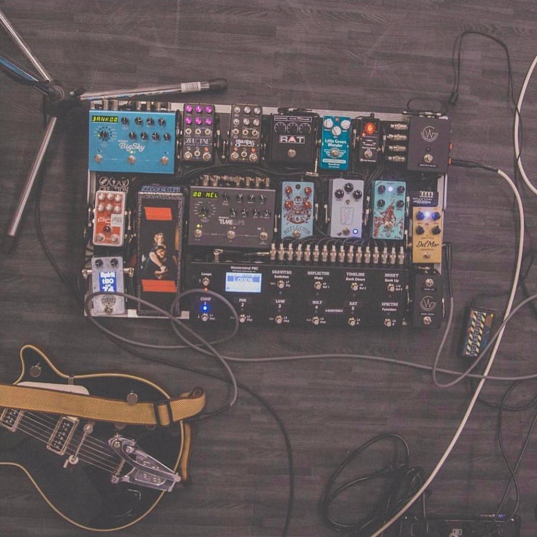 5 guitar pedalboards you 39 ve heard in christian music. Black Bedroom Furniture Sets. Home Design Ideas