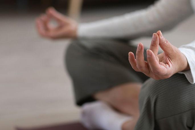 3000x2000-Yoga-Naradeva-Meditacion-Daksha-Casa-Online-Directo-1.jpg