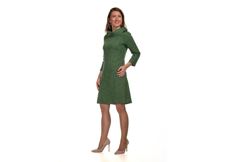 """Modell """"FEUER"""" - grünes, gefüttertes Wollkleid mit 2 Krägen - einmal Fell und einmal Oberstoff"""