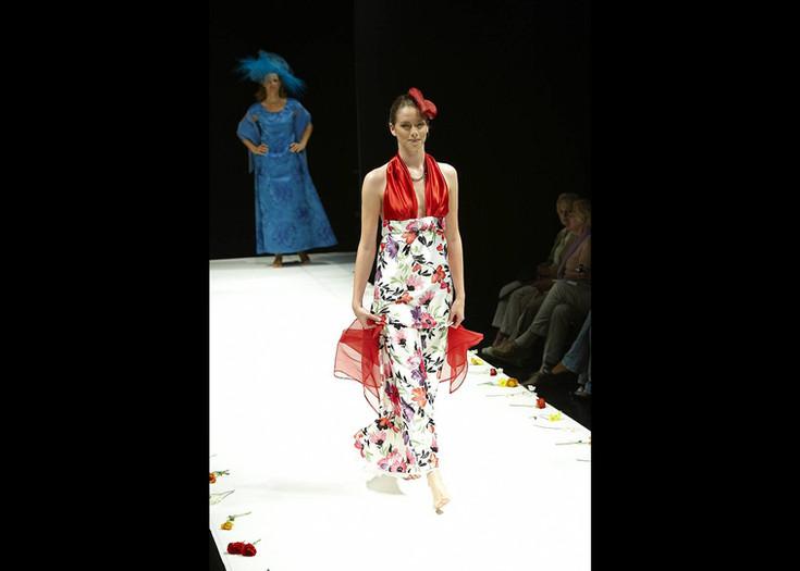 "Modell ""BLÜTENKRAFT"" - gefüttertes Abendkleid oben rot - unten Blumen"