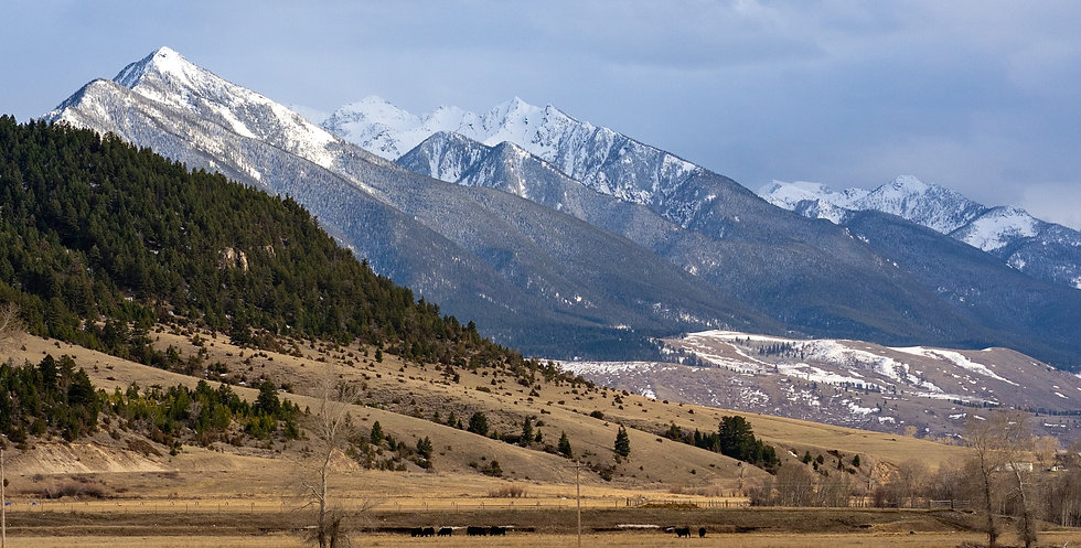Fresh%20snow%20on%20mountain%20peaks%20above%20Paradise%20Valley%20in%20Montana%20near%20Yellowstone