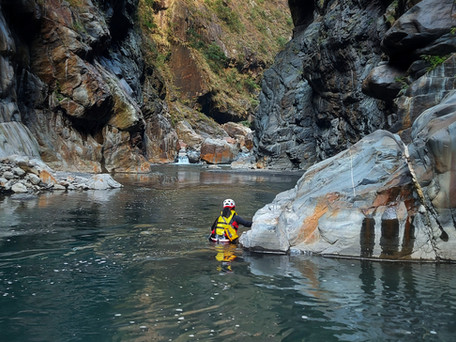 Taiwan's Beigang River: Huisun Hot Springs - in a cave! 台灣北港溪:山洞中的惠蓀溫泉!