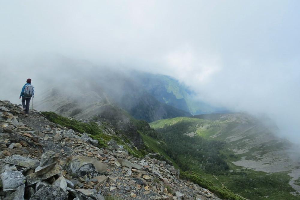 Hiking Taiwan's Misty Snow Mountain 台灣雪山