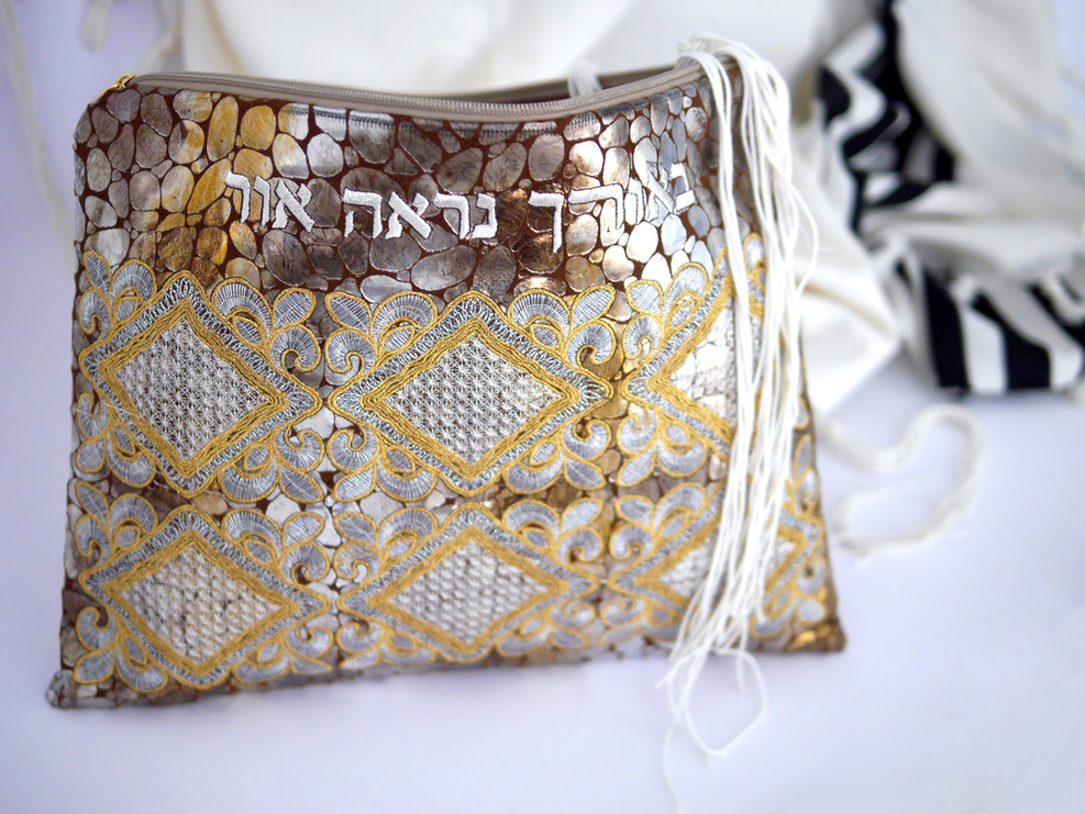 *All linings for the Tallit bags are made of rich fabrics.