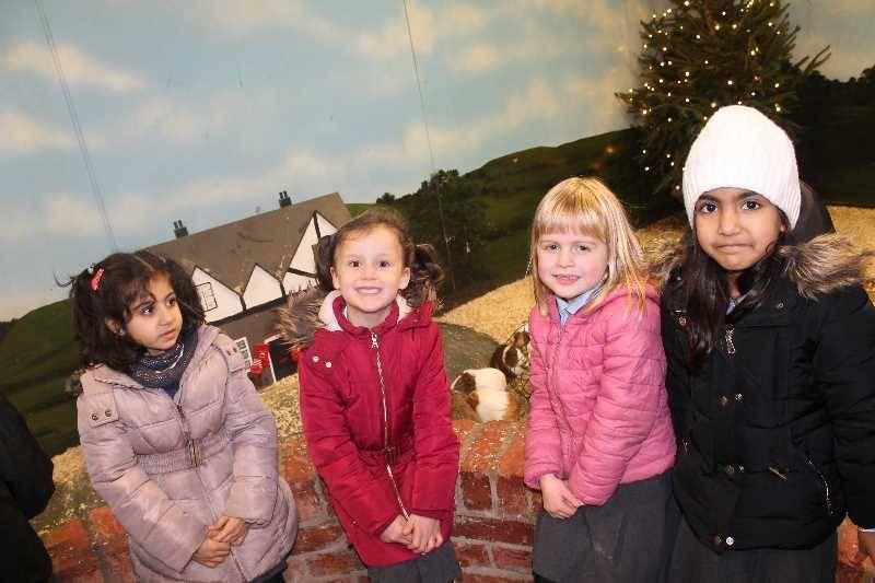 1 Vale's Trip to Hatton's Christmas Kingdom  (78)