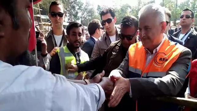 Turkish Prime Minister Binali Yildirim talking with a Rohingya at Balukhali Rohingya Refugee camp in Cox's Bazar's Ukhiya upazila on December 20, 2017. Photo: Star