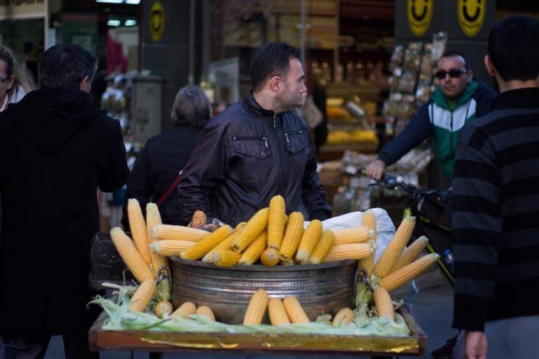 A street vendor in Izmir, on March 2015. CRISIS GROUP/Jorge Gutierrez Lucena