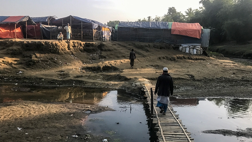 The refugees in this camp are just a fraction of the 650,000 plus Rohingya who fled Myanmar   [Ashish Malhotra/Al Jazeera