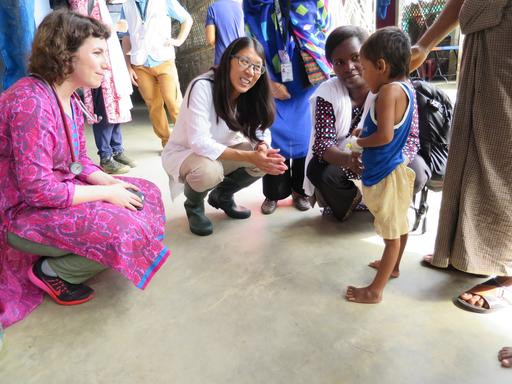 MSF's President Joanne Liu meets a ten year old girl at Kutupalong Health Facility, who has just started making a miraculous recovery from tetanus.