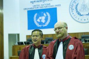 Judge You Bunleng (l) and Judge Michael Bohlander (r)