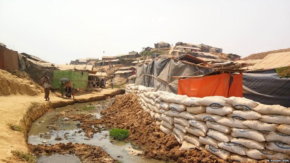 Sandbags have been placed at the edge of a cluster of shacks in Balukhali camp, Cox's Bazar, to prevent the shacks from being washed away during monsoon floods. Photo Credit: M. Hussain (VOA)