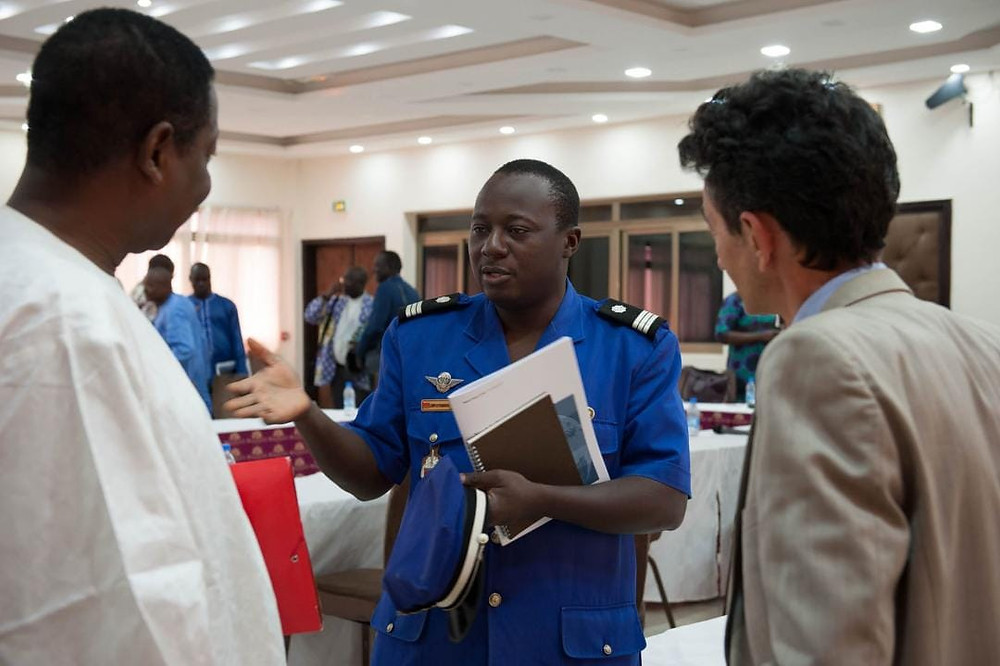 Rinaldo Depagne discussing with Captain Longpo and MP at Crisis Group report launch in Ouagadougou, on 12 October 2017.CRISISGROUP/ Julie David de Lossy