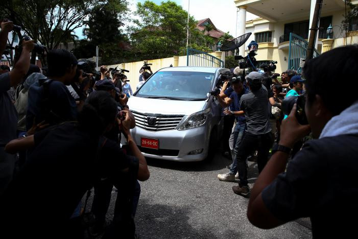 Members of the media surround a North Korea official's car as it leaves the North Korea embassy in Kuala Lumpur, Malaysia, February 22, 2017. REUTERS/Athit Perawongmetha