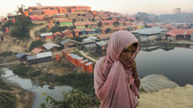 Image captionRohingya refugee Shawkat Ara saw children being hacked to death with machetes