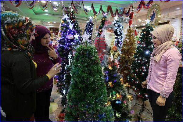 Iraqis shop for Christmas paraphernalia in the capital Baghdad on Dec. 16. ( Sabah Arar/Getty Images)
