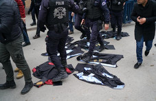 HUMAN RIGHTS WATCH Turkey: Government Targeting Academics - Dismissals, Prosecutions Create Campus C