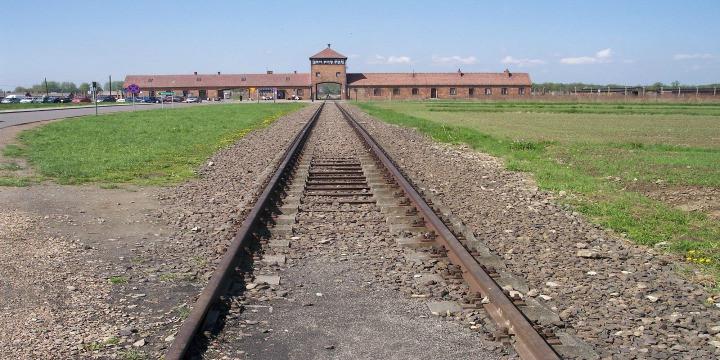 The entrance to Auschwitz-Birkenau. Photo: Wikimedia Commons.