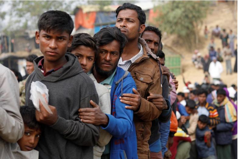Rohingya refugees line up for daily essentials distribution at Balukhali camp, near Cox's Bazar, Bangladesh January 15, 2018. REUTERS/Tyrone Siu