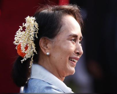 "Myanmar's State Counsellor Aung San Suu Kyi smiles as she attends the ""At Home"" reception at the Rashtrapati Bhavan presidential palace after the Republic Day parade in New Delhi, India, January 26, 2018. REUTERS/Adnan Abidi"