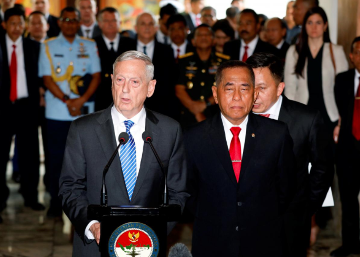 Visiting U.S. Secretary of Defense Jim Mattis and Indonesia's Defence Minister Ryamizard Ryacudu address the media at the Defence Ministry in Jakarta, Indonesia January 23, 2018. REUTERS/Darren Whiteside
