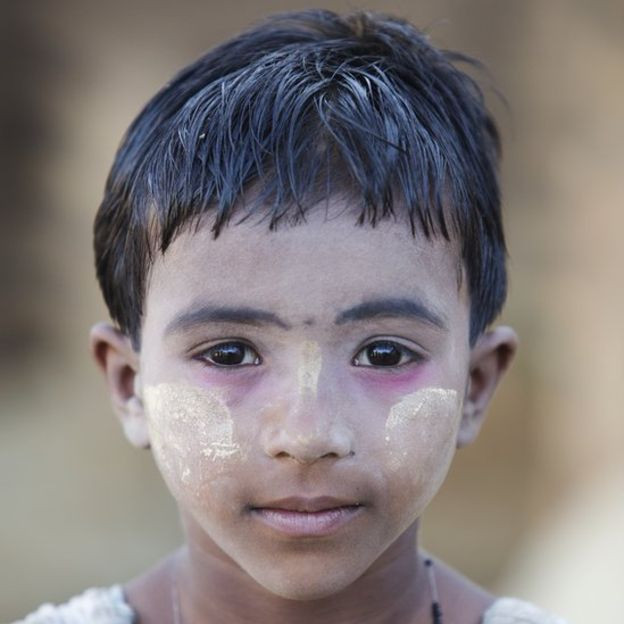 Image captionA Rohingya girl in the Bangladesh camp