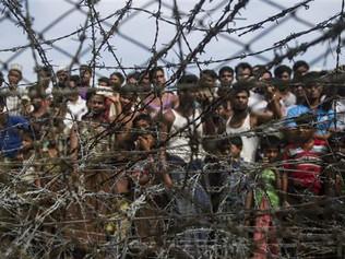 Myanmar detains Rohingya refugees 'voluntarily' returning