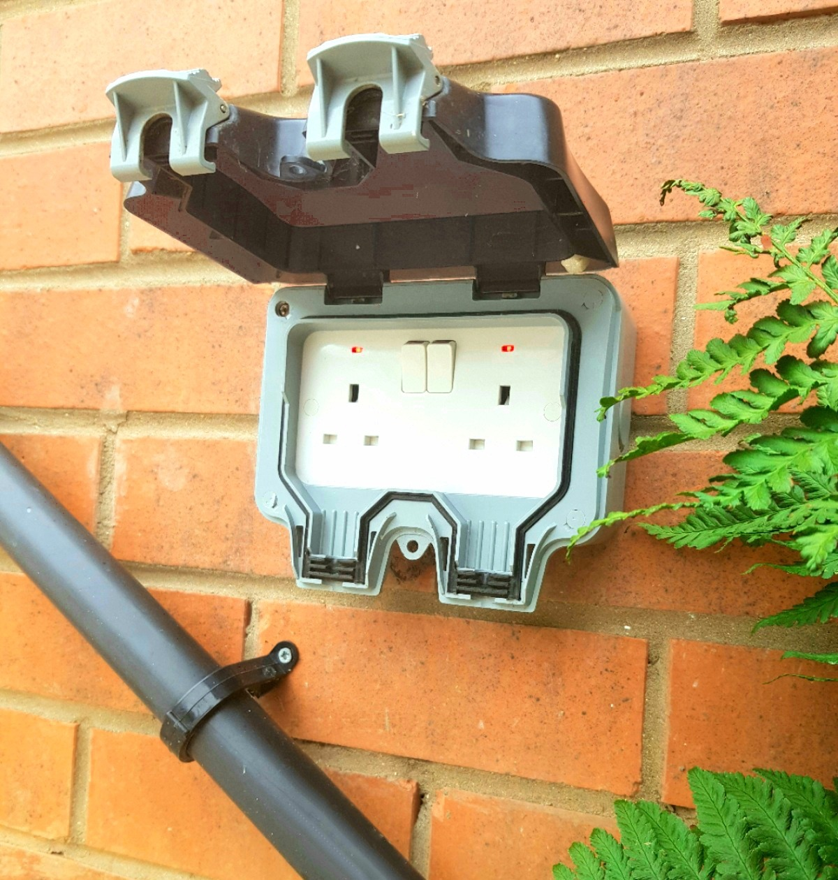 Hull Electrician Outdoor Socket Hull Pow