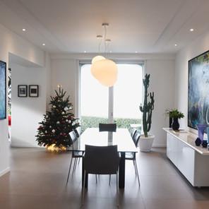 Salle à manger lumineuse, décoration contemporaine