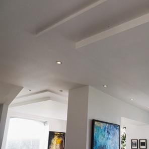 Détail des plafonds, décrochés, spots intégrés