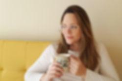 Cata_Bertón_tomando_café_y_pensando_