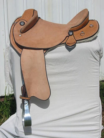 Australian custom made saddles. Genuine Australian stock saddles custom made by hand to fit both horse and rider. standard of excellence, english leather, old timer saddles, ag drafter, ct cutting special, boorabee poley, royal show poley