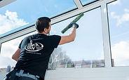 111IBN-Service-Cleaning-Window.jpg