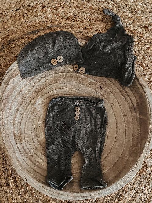 Hose und Mütze grau