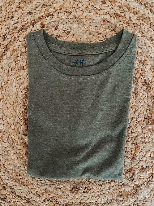 T-shirt versch. Farben 110/116