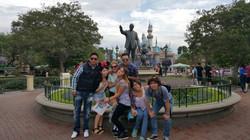 Estudiantes en Disneylandia
