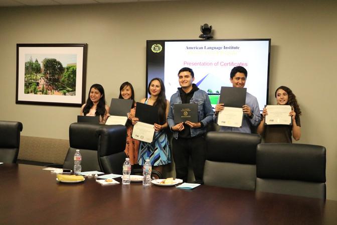 Estudiantes mexicanos aprenden inglés en el ambiente multicultural del Sur de California