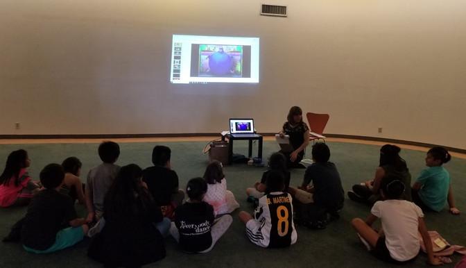 """Niños del Sur de California practican su español con el taller de lectura """"Leer es crecer"""""""