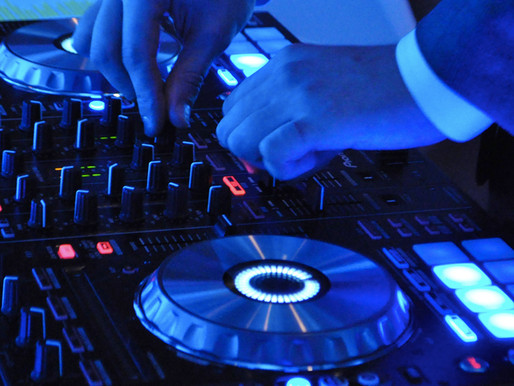 5 Things To Look Out For When Hiring a DJ For Your Special Event