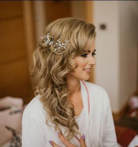 weddinghair_totheside_hairstyle