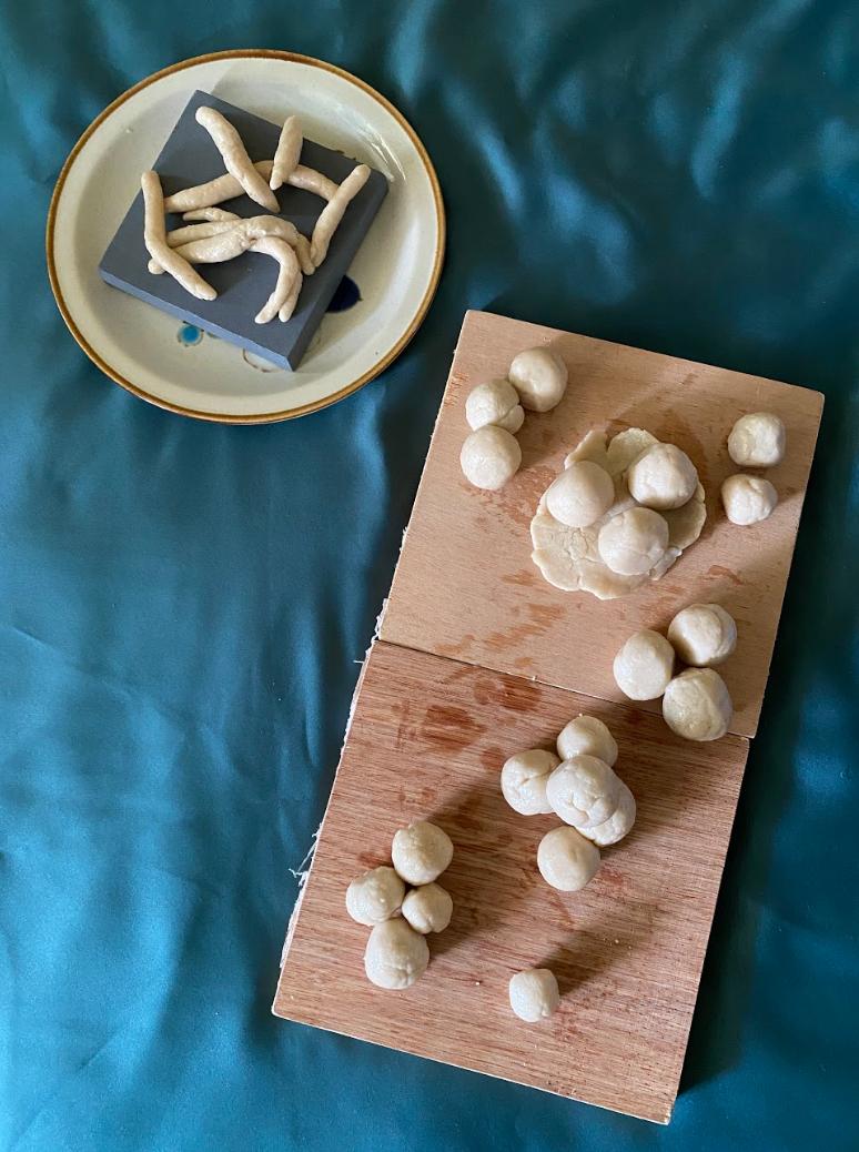[Mdm Ng Cheng Eng] Chendol and glutinous rice balls, flour, salt and water, dimensions varied