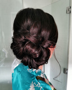 to the side hairstyle