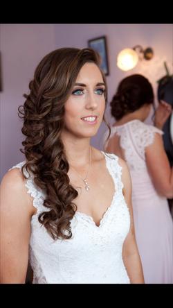 weddinghair_totheside_hairstyle