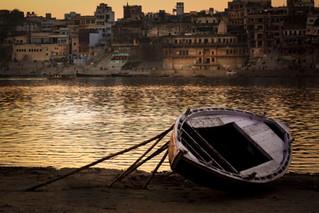 Purple Boat on Ganges East Bank.jpg