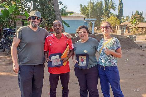 Buying banana leaf paintings from Assim at Karatu | Tanzania | Shots and Tales