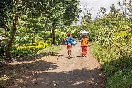 Women at Ngurdoto village | Arusha | Tanzania | Shots and Tales