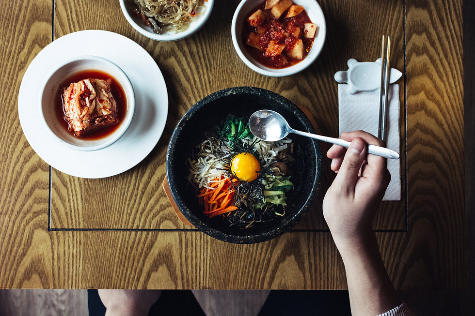 foodiesfeed.com_eating-korean-bibimbap-a