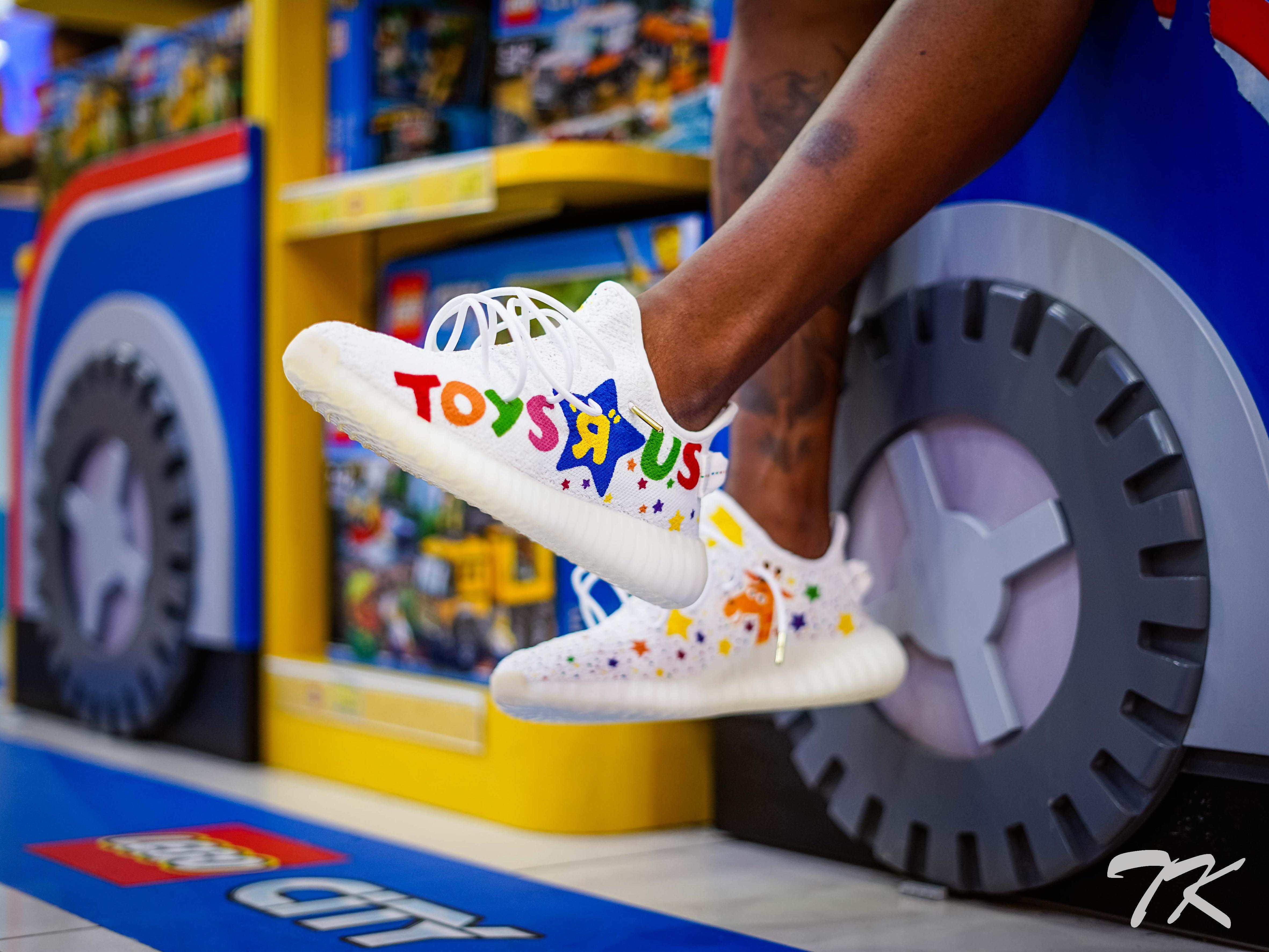 "Adidas Yeezy 350 V2 ""TOYS R US"""